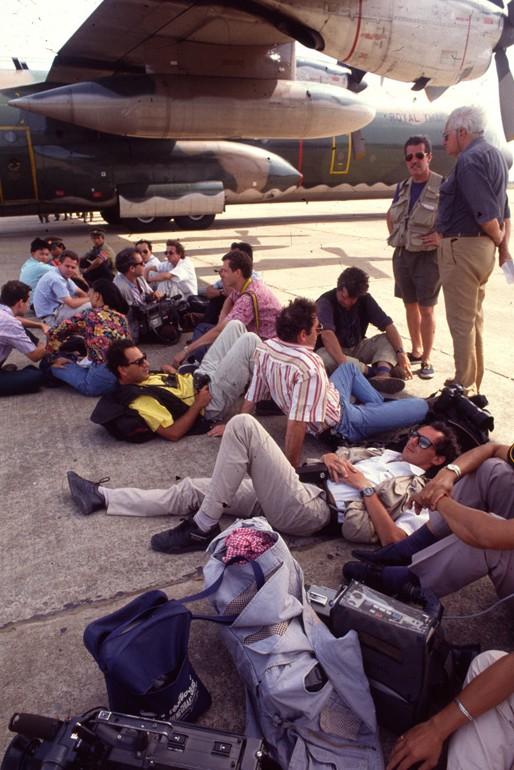 Attente à l'aéroport de Pochentong
