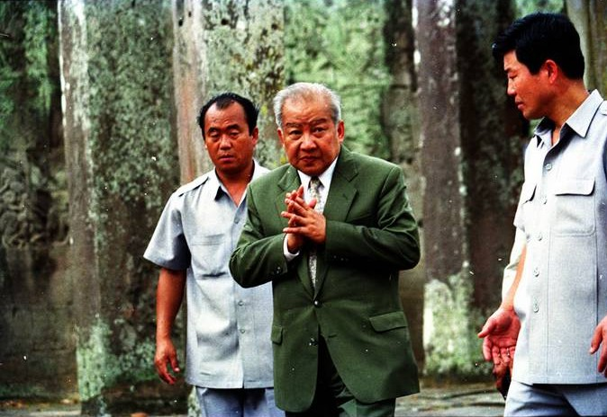 Sihanouk_press_conf_Bayon_Corean_B.Guards_1101_web
