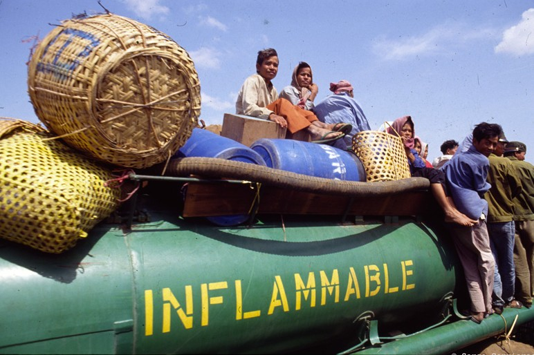 inflammable_truck_01