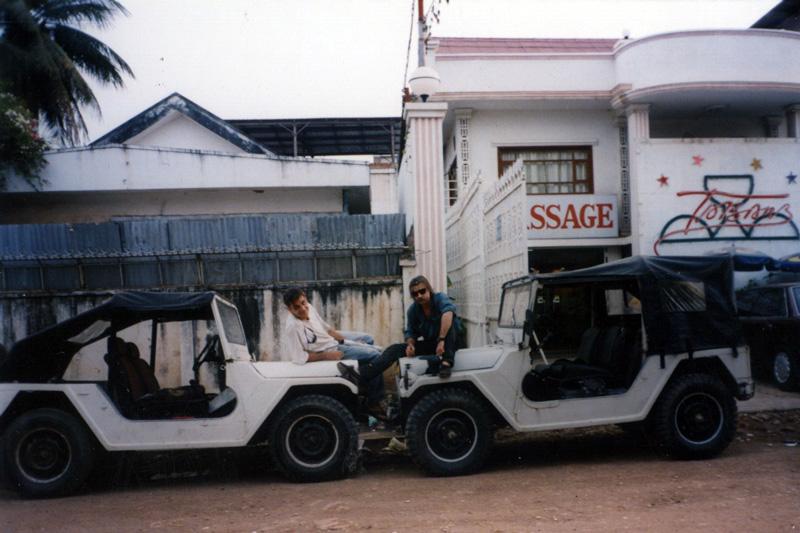 Ken-Moi-Jeeps-massage_01_web