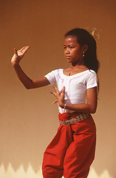young-apsara-dancer-001